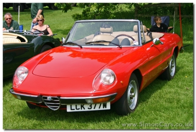 Alfa Romeo 2000 Spider Veloce. The Series 2 Spider was introduced in 1970, and in 1971 the powerplant was upgraded to 1962cc and 132bhp. This was the Spider 2000. The original 1570cc engine was reintroduced in a less well equipped Spider 1600 Junior.
